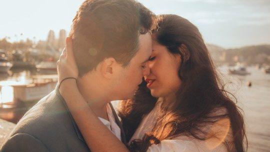 【海外の反応】ドラマ「恋つづ」主題歌、Official髭男dismの「I LOVE…」MVを見た海外の感想・反応まとめ【佐藤健】