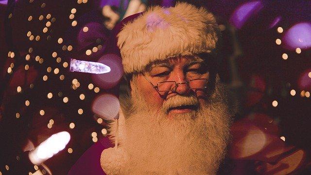 海外「サンタが怒ってるぞ!笑」新型コロナへの怒りを愉快に歌うおじいさんへの海外の反応・感想まとめ【COVID-19】